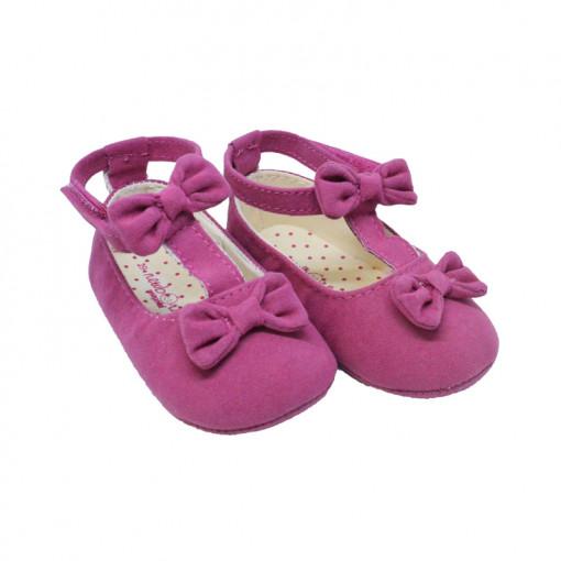 Φούξια ζευγάρι παπούτσια αγκαλιάς με κούμπωμα αυτοκόλητο