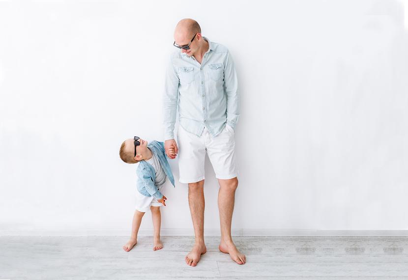 Μπαμπάς και αγόρι με βερμούδες